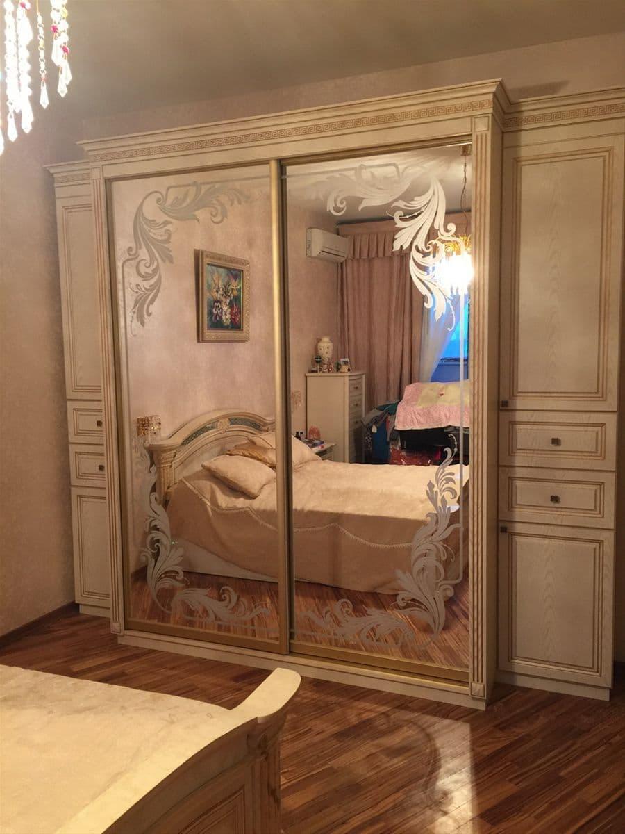 Шкаф-купе классический в спальню