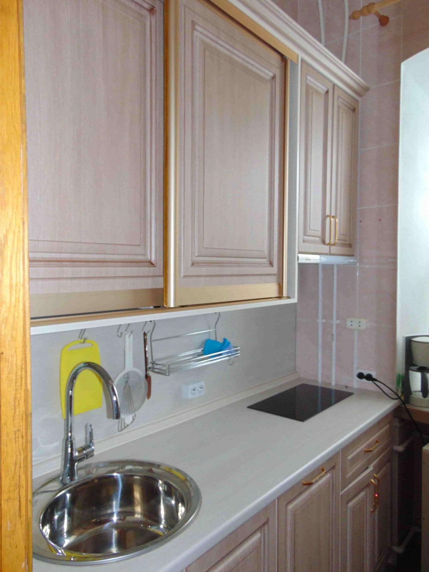 Кухонный гарнитур и двери купе