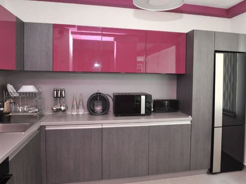 Кухня с комбинированными фасадами пластик
