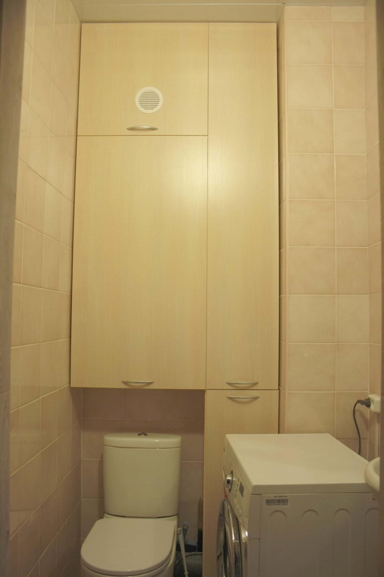 Шкаф распашной встроенный в туалет