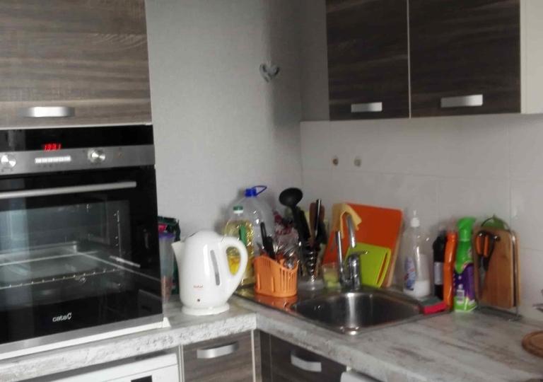 Кухня угловая комбинированные фасады