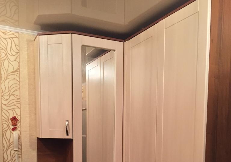 Шкаф распашной в прихожую