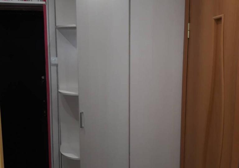 Шкаф в прихожую угловой