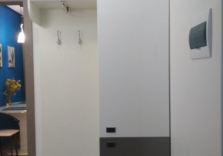 Шкаф в прихожей навесной